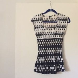 NEW!  White & Black Milano Crinkle Sleeveless Top